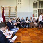 Rīgas Kristīgajā vidusskolā viesojas bokseris Mairis Briedis